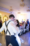 Just married couple dancing Royalty Free Stock Photos
