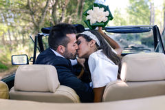 Just married couple in an old car Royalty Free Stock Images