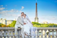 Just married couple in Paris Royalty Free Stock Images