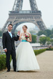 Just married couple in Paris near Royalty Free Stock Photos