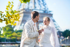 Just married couple in Paris near the Eiffel tower Royalty Free Stock Images