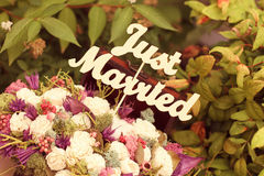 Just married sign in a flower bouquet Royalty Free Stock Photography