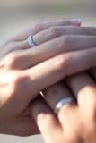 Juste anneaux mariés Photo stock