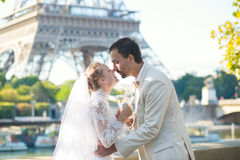 Juste champagne potable de ménages mariés Photographie stock