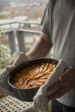 Juste gâteau aux pommes cuit au four Images libres de droits