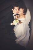 Juste le ménage marié se penche entre eux avec leur tenderl de visages Photo libre de droits