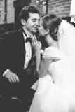 Juste le ménage marié se penche entre eux avec leur tenderl de visages Images libres de droits