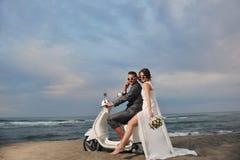 Juste ménages mariés sur la plage Photos stock