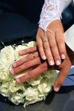 Juste 'mains mariées de s Photographie stock
