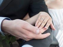 Juste marié - mains Images stock