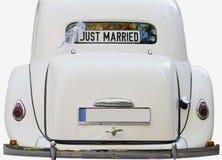 Juste marié - rétro voiture Images stock