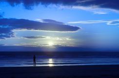 Juste moi et le coucher du soleil Images stock