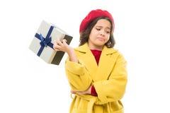 Juste perdant mon temps ici Boîte-cadeau élégant de prise d'enfant Manteau et béret mignons de dame de fille le petits jette le c photos stock