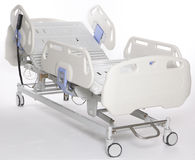 justerbar sjukhusstretcher Arkivfoto
