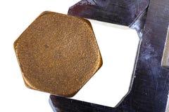 Justerbar skiftnyckel och sexhörnigt lock Arkivfoto