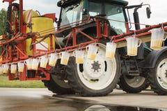 Justering för traktorsprejdysa Arkivbild