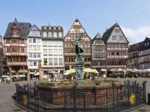 Justiça Fountain em Roemerberg, Francoforte - am - cano principal Imagens de Stock Royalty Free