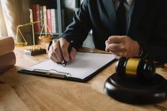 Justi?a e conceito da lei Local de trabalho do advogado fotos de stock royalty free