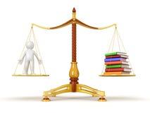 Justicia Balance con los libros y el hombre (trayectoria de recortes incluida) Foto de archivo