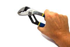 Justierbarer Schlüssel in der Hand eines Mannes lokalisiert Stockfotografie