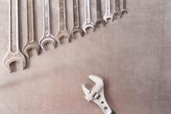 Justierbarer Schlüssel gegen einen Satz Schlüssel vektordatei vorhanden Spitze VI Lizenzfreie Stockbilder