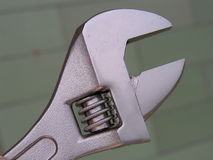 Justierbarer Schlüssel, metrische Größen-Markierungen, Rohrschlüssel lizenzfreies stockbild