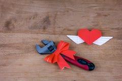 Justierbarer Schlüssel mit Herzen Stockbilder