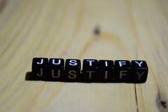 Justify escrito en bloques de madera Conceptos de la inspiración y de la motivación imagen de archivo libre de regalías