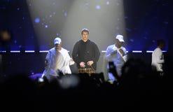 Justin Bieber - dançarinos, multidão, fase do concerto da música, projetores Foto de Stock