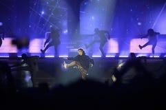 Justin Bieber - fase do concerto da música, dançarinos, projetores Imagem de Stock