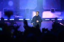 Justin Bieber - fase do concerto da música e multidão, projetores Fotos de Stock Royalty Free