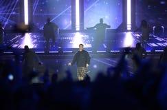 Justin Bieber - música, dançarinos, fase do concerto, projetores Foto de Stock Royalty Free