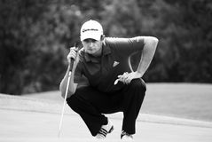 Justin Rose - Takes Aim. Justin Rose, kneeling down to read the lie of the green, and taking aim for his next stroke Royalty Free Stock Photos