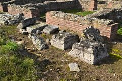 Justiniana Prima, cidade de Roman Byzantine, ornamento nas colunas foto de stock