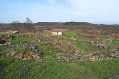 Justiniana Prima, cidade de Roman Byzantine, paredes da fortaleza imagens de stock royalty free