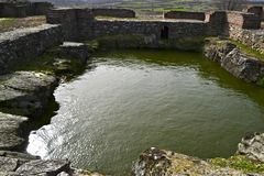 Justiniana Prima, cidade de Roman Byzantine, tanque com água imagens de stock royalty free