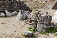 Justiniana Prima, Roman Byzantine stad, byzantineprydnad på huvudet av pelaren fotografering för bildbyråer