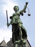 Justitia Brunnen, Brunnen von Gerechtigkeit, Roemer-Quadrat, Frankfurt Stockbild