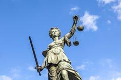 Justitia (Dame Justice) beeldhouwwerk Stock Foto's