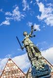 Justitia (Dame Justice) beeldhouwwerk Stock Afbeelding