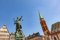 Justitia - Justice夫人-在Roemerberg广场的雕塑 免版税库存照片