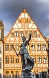 Justitia - Justice夫人-在Roemerberg广场的雕塑 库存图片