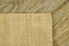 Jute, texture de toile de jute sur la vieille table en bois Image libre de droits