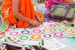 Juteonderlegger voor glazen het weven, ambachtspunten op vertoning, Kolkata Royalty-vrije Stock Foto's