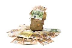 Jutezak met Europese bankbiljetten wordt gevuld dat stock afbeelding