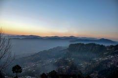 Jutrzenkowe i mgłowe góry Zdjęcie Royalty Free