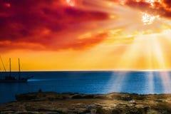 Jutrzenkowego słońca spokojny spokojny morze Obraz Royalty Free