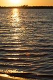 Jutrzenkowy słońce na jeziorze Zdjęcie Stock