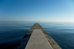 jutting θάλασσα εδάφους έξω Στοκ εικόνα με δικαίωμα ελεύθερης χρήσης