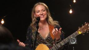 Juveln utförde några av hennes största slag för iHeartRadioen Live In New York Arkivbild